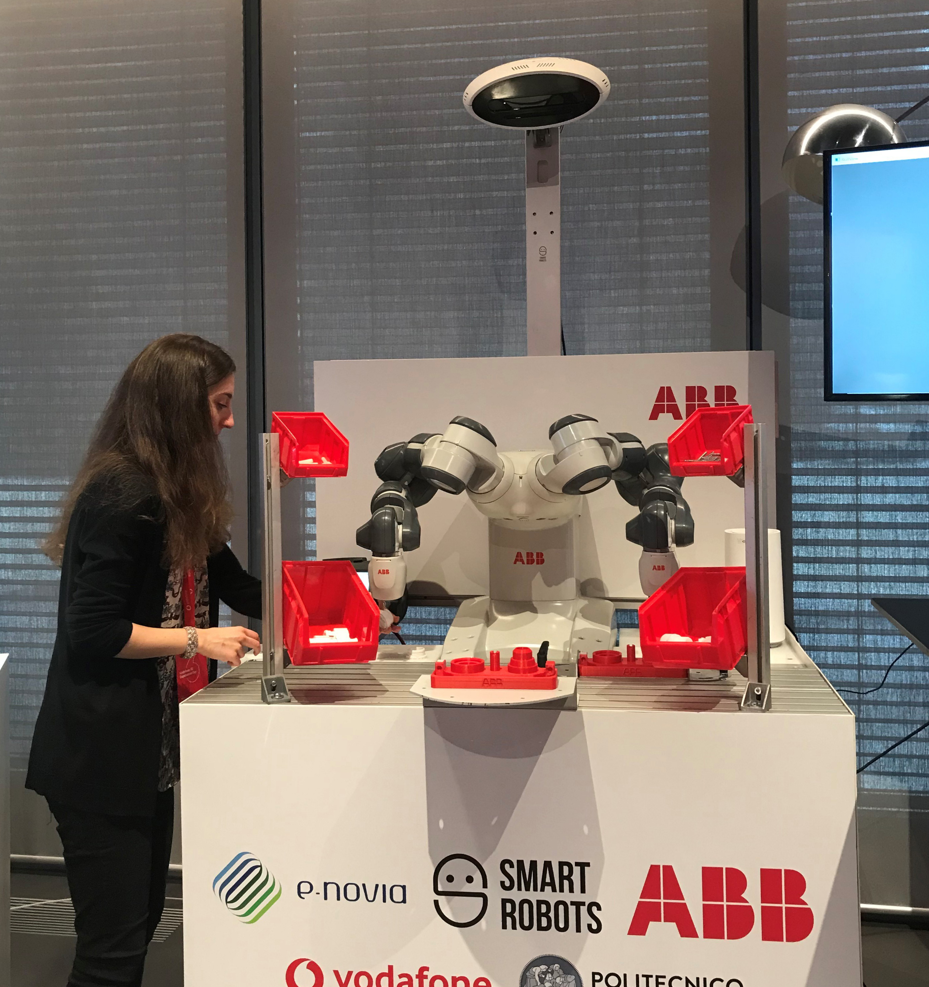 Smart Robots and YAPE test the Vodafone 5G